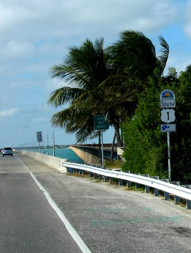 View from us 1 of both the new and old seven mile bridges